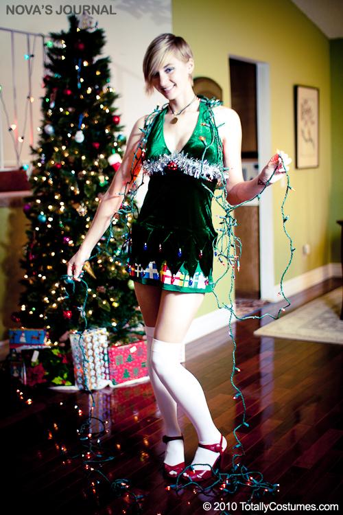 le plus beau sapin de noel thracien .... - Page 2 Sexy-christmas-tree-dress-costume1